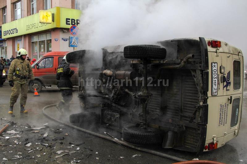 Дтп,инкассаторская машина,машина перевернулась,горящий автомобиль,троицкий проспект